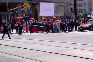 Yonge and Dundas Wedding Photo Shoot Interrupts Intersection