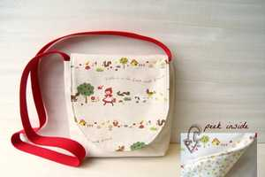 Mee a Bee Creates Conveniently Sized Satchels for Children