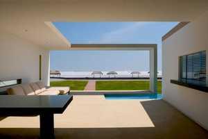 Modern Architecture that Reflects an Affluent Attitude