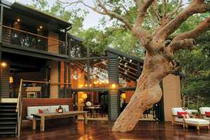 'The Pretty House' in Sydney is One with Nature