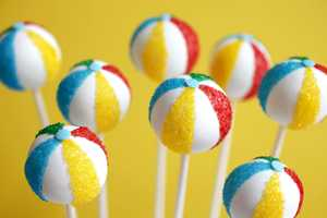 These Beach Ball Cake Pops Were Made for the Summer Season