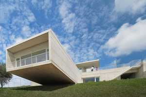 The dwelling in Etura by Roberto Ercila Architects Has Panoramic Views