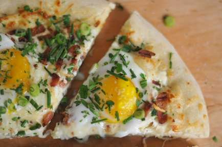 Thin Crust Brunch Dishes - Cupcakes and Cashmere's 'Breakfast Pizza' Recipe