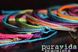 Pura Vida Bracelets Supports Artistans in Costa Rica
