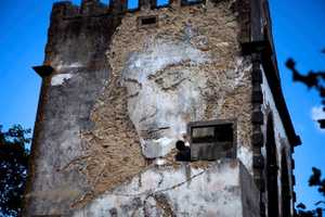 The Walk & Talk Festival Features Vhils Amazing Works