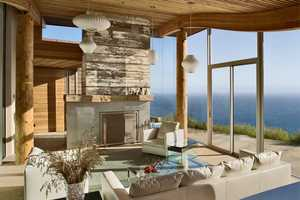 The Carver + Schicketanz Dani Ridge House is Curvaceous