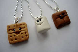 These S'mores Buddies Best Friends Necklaces are Charming