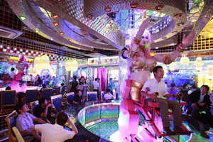 The Robot Restaurant in Toyko's Red Light District Has a Giant Robotic Girl