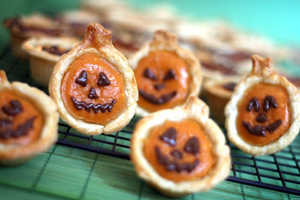 The Pumpkin Pie Bites Play Up on the Holiday Buzz