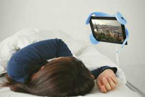The Manitee iPad Holder Lets You Play in Bed