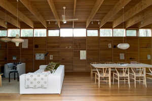 The Australian Pirates Bay House Features Elegant Uses of Wood