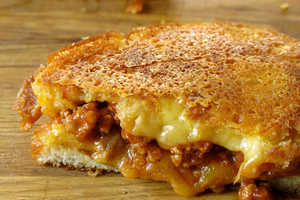 This 'Grilled Cheese Social' Creation Incorporates a Meaty S