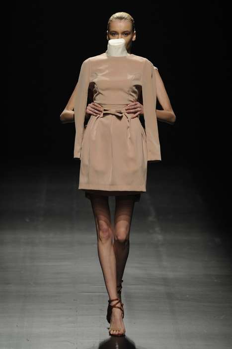 Mannequin-Carrying Models - The Motonari Ono Spring 2013 Collection Showcases Novel Runway Antics