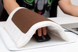 The Futon Mouse Keeps Hands Warm in Long Computer Sessions