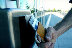 The Flip n'Grip Wallet is a Fun Way to Pull Out Your Credit Cards
