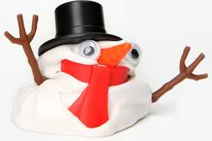 The DIY Decoration Kit Makes for Quirky Christmas Snowman Decor
