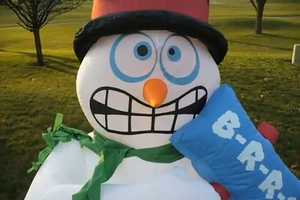 Outdoor Christmas Decorations Become Silly with the Shivering Snowman