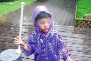 Je Sung Park and Woo Jung Kwon Have Created an Invisible Umbrella