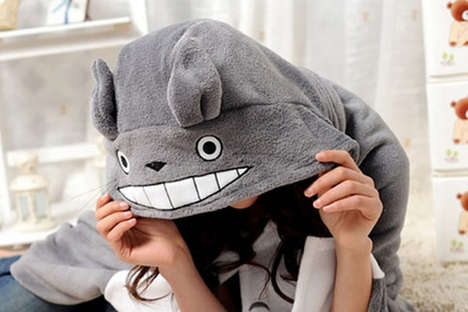 totoro snuggie