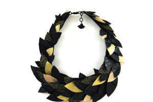 The Thousand Leaves Choker Keeps Fall with You All Year Long