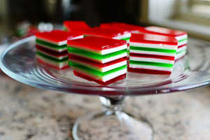 The Pioneer Woman Cooks Jello Treat is a Festive Finger Food