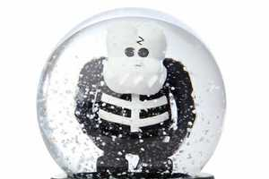 The Bounty Hunter Skull-Kun Snow Dome is Cute & Creepy