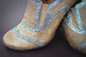 The 'DIY Glitter Oxfords' is a Lesson in Refurbishing