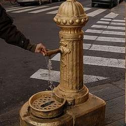 Gold Guerrilla Street Art - The Midas Project in Barcelona
