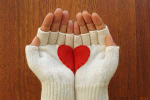 The Heart Gloves by Yastikizi Allow You to Hold Love in Your Hands