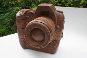 Hans Chung Designed a Sweet Canon SLR Replica Out of Chocolate
