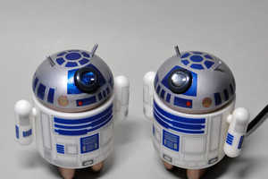 Star Wars Fan Creates Working R2-D2 Projector from Android Figures