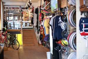 Standert is a Niche Coffee Shop That Unites Biking and Relaxing