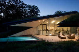 The Edgeland House by Bercy Chen Architecture is Breathtaking