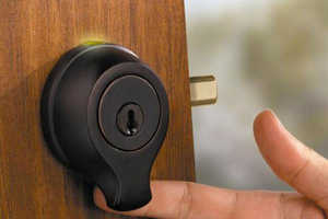 This Deadbolt Allows for Keyless, Fingerprint-Enabled Entry