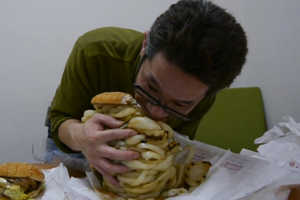 A Burger King Fan Makes and Eats Onion Burger with 100 Layers
