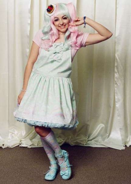 Harajuku Fashion Show Photography - Damon Casarez Covers the Dollyhouse Runway in Sweet Lolita