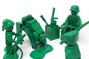 Nolnet Captures the Nasty Side of War via Toy Soldier Photography