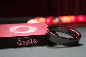 The LinkMe Message Bracelet Fashions Your Messages in Bright Lights