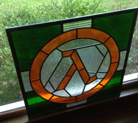 Elegant Gamer Artwork - This Half-Life Stained Glass Pays Artistic Tribute to the Sci-Fi Shooter