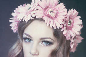 62 Dainty Floral Headpieces - Blossom Up the First Day of Spring with Darling Floral Headpieces