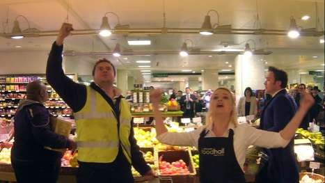 Surprise Grocery Store Operas  - The Sacla' Stage Shopera Showcases an Impromptu Market Performance