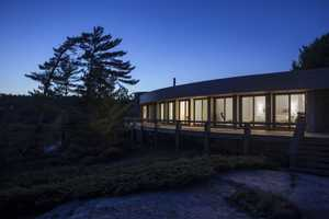 This Renovated Georgian Bay Cottage by Altius Architecture is Flawless