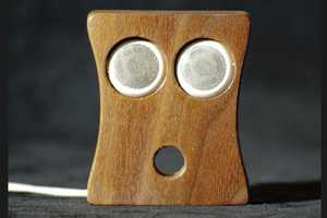 The Oh Face Earbud Holder Will Surprise You with its Capacity to Tidy