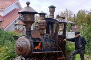 Ryazan Deulino's Homemade Barbecue is a Giant Locomotive