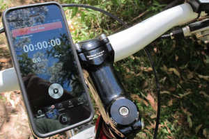 The Quad Lock Bike Mount Kit for iPhone5 Ensures All-Weather Visibility