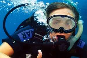 The 'Smart Swimming Goggles' Connect Divers Under the Sea