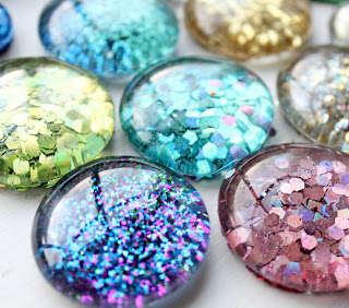 DIY Glitter Magnets - This Decor Will Add a Color Among Announcements on the Fridge