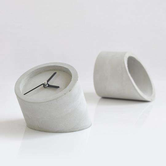 DIY Minimalist Cement Clocks