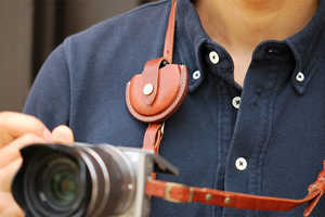 The ROBERU Leather Lens Cap Case Stylishly Keeps Your Cap Safe