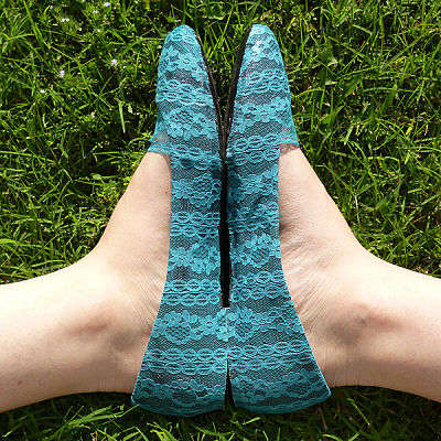 DIY Delicate Lace Flats - These DIY Lace Ballet Flats are Elegantly Feminine
